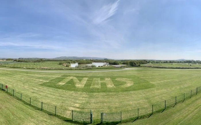 Warren Farm's Cutting Tribute To The NHS